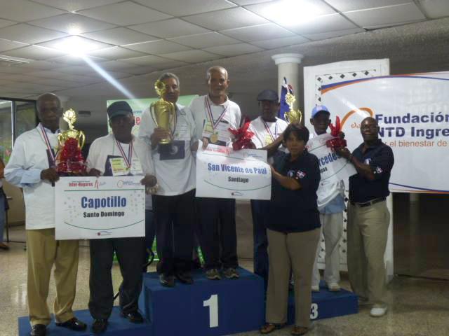 Entrega de Trofeos a las parejas ganadoras. 1er. lugar Santiago, 2do. Capotillo y 3ero. La Vega