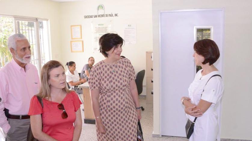 Socialización en la recepción de Centro de Terapia.